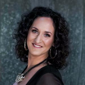 KateNiss, Sängerin